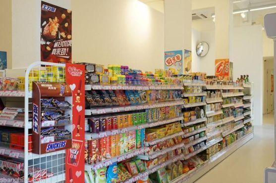 Один из проходов супермаркета