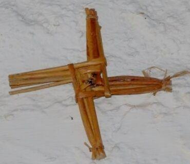 Крест Бригитты, сплетённый вручную, найденный в колодце