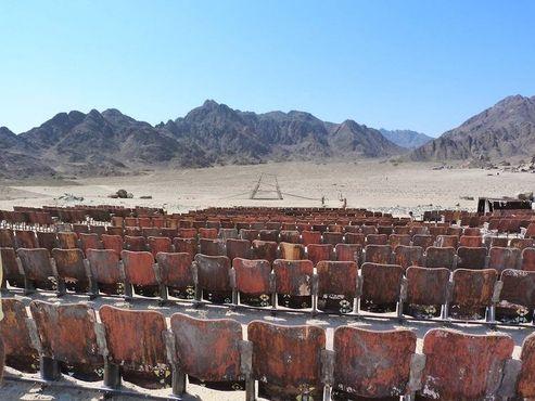 Кинотеатр в Синайской пустыне