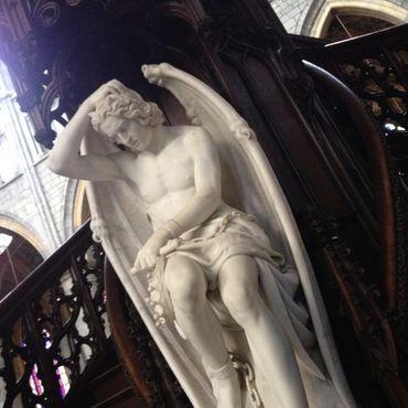 Первоначальное название статуи Le génie du mal – «Гений зла»