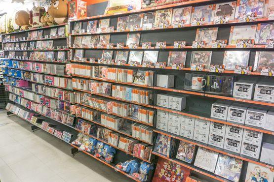 """В магазине """"Super Potato"""" вы найдёте все необходимое для видео-игр"""