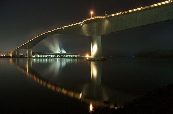 1,5-километровый мост возвышается на более чем 44 м