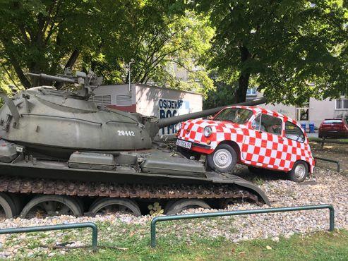 Машина, раскрашенная в цвета герба Хорватии перед Чемпионатом мира по футболу 2018 года