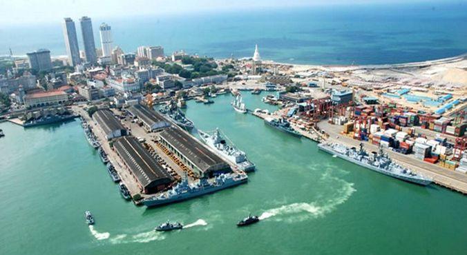 Порт Коломбо и ступа Самбодхи Чайтья (в центре сверху)