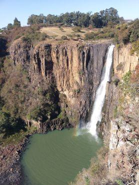 Вид на водопад с соседней смотровой площадки